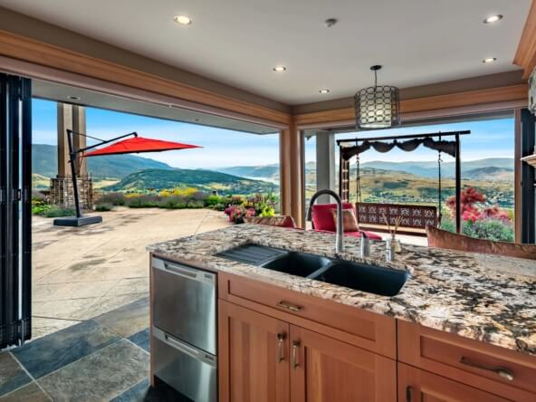 Maison privée de luxe vue imprenable sur les collines, les montagnes - Canada
