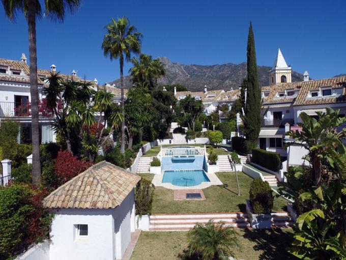 Maison entièrement rénovée avec 4 chambres Urb. Montepiedra, Marbella