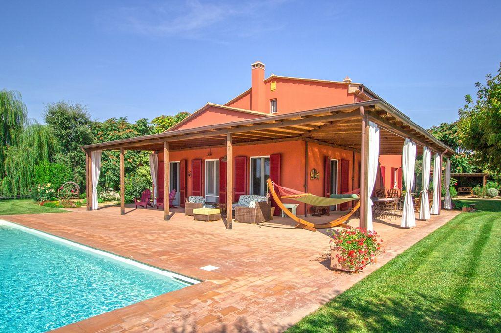 Villa immergée dans un parc privé clôturé d'environ 6700 m2 - Toscane