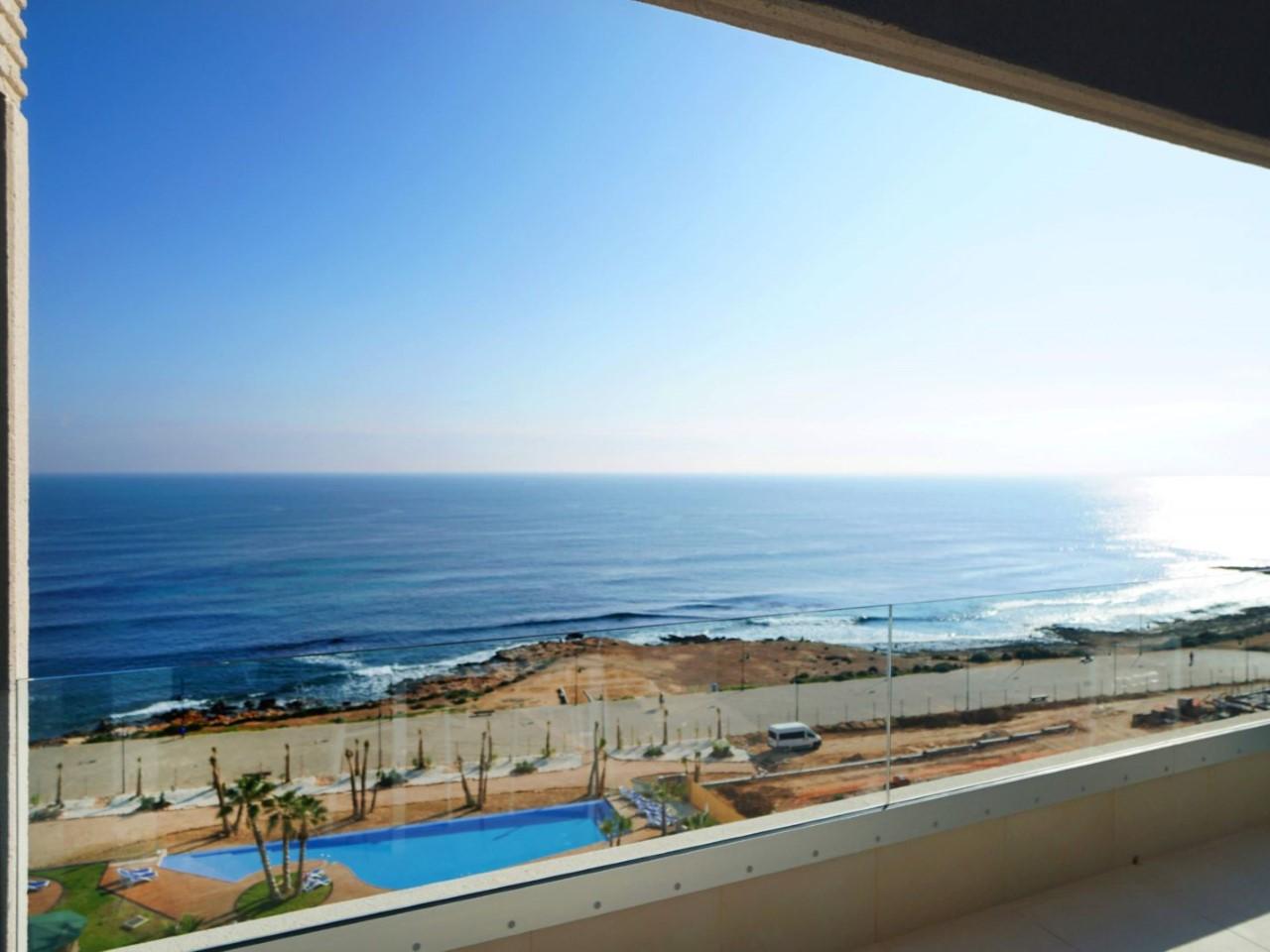 Appartement sur le front de mer à Punta Prima