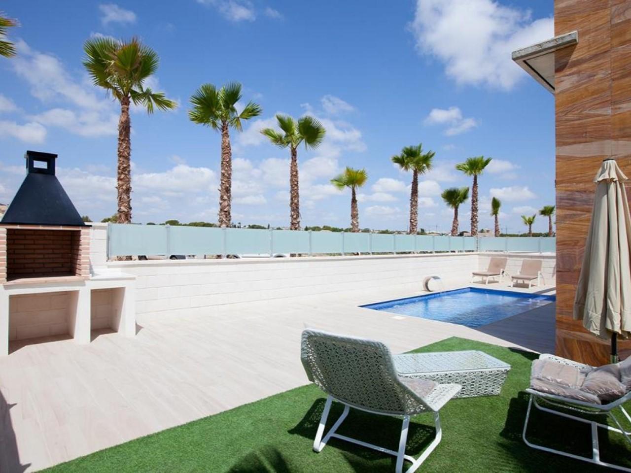Villa avec piscine privée, solarium et vue sur la mer