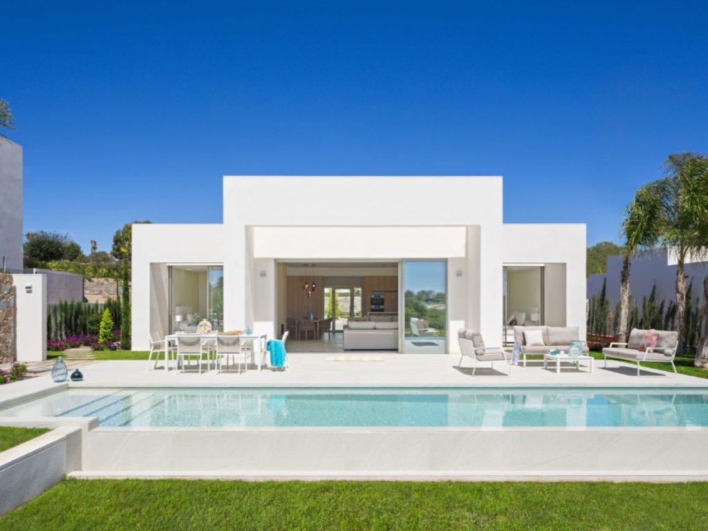 maison de style moderne se compose de 4 chambres