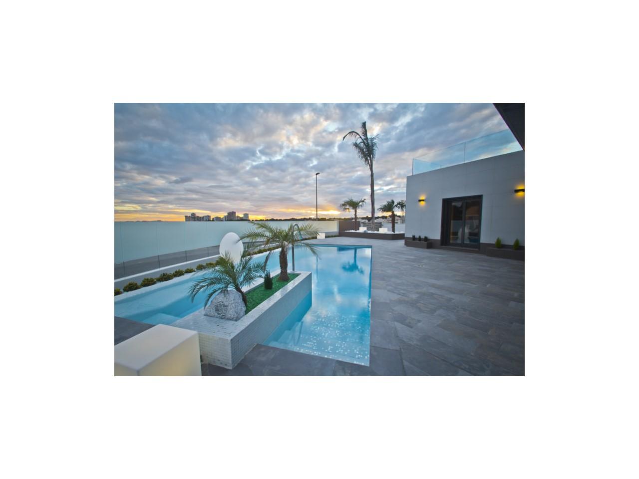 Cette villa dispose de trois grandes chambres avec placard, Orihuela Costa