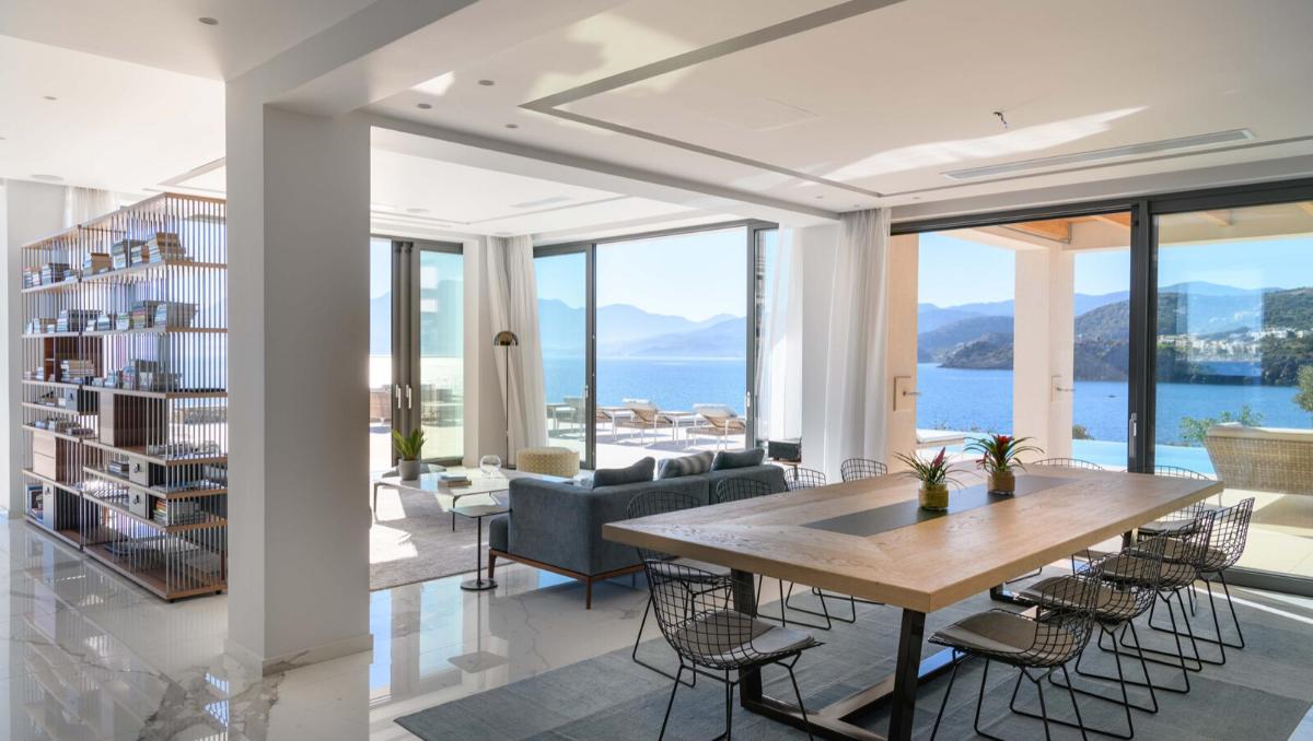 Villa sur un terrain privé 10000 m2 au bord de la Mer Méditerranée - Grèce