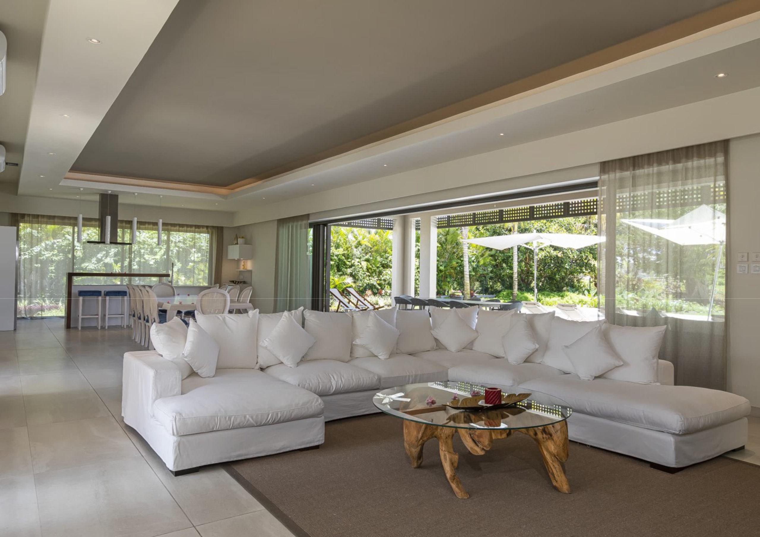 Magnifique villa de luxe IRS à Anahita. Villa contemporaine d'une superficie 400 m² sur un terrain de 2003 m².