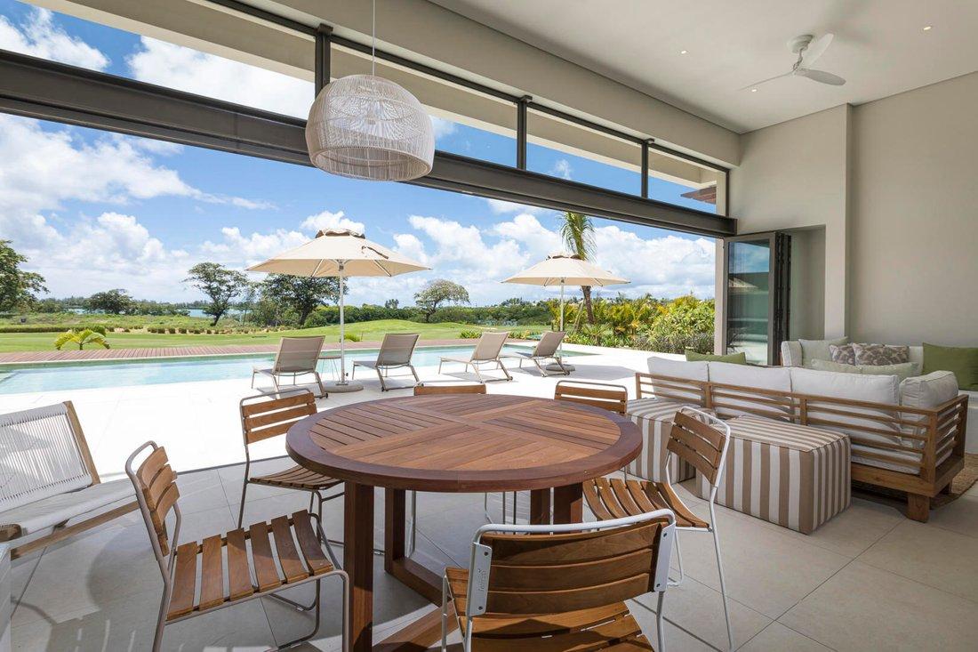 Villa contemporaine 304m2 une vue panoramique sur le golf et la mer