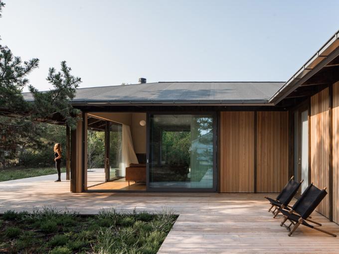 Johan Sundberg construit une maison de vacances suédoise inspirée de l'architecture japonaise