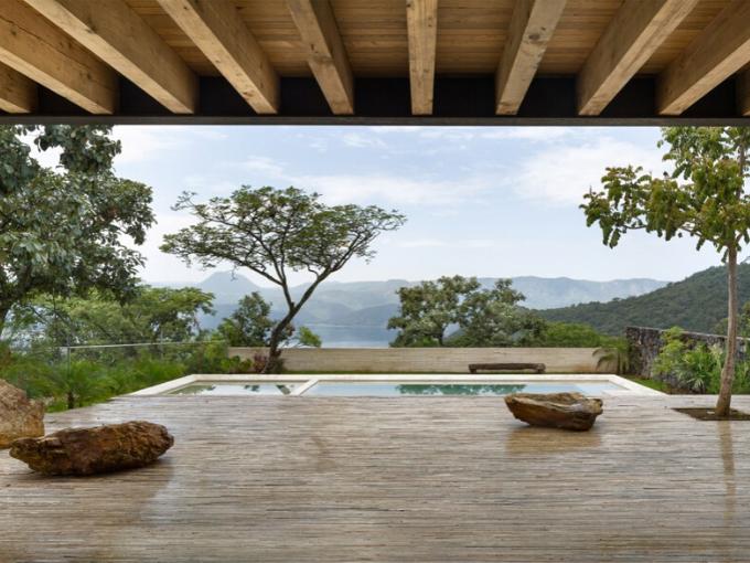 Des fragments de Casa Tucán fusionnent avec le paysage mexicain