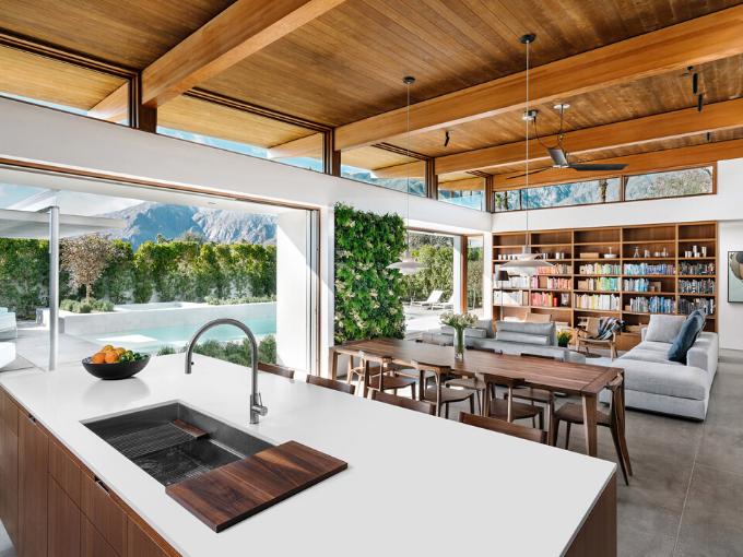 Turkel Design utilise des éléments préfabriqués pour construire Axiom Desert House à Palm Springs
