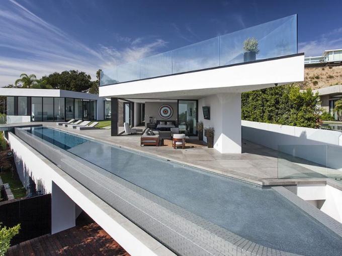 Luxueuse villa située dans le quartier très chic de West Hollywood à Los Angeles