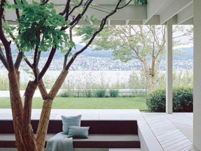 Think Architecture complète la maison zurichoise avec vue sur le lac et le vignoble