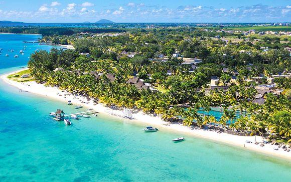 à 100 mètres de la plage|villas de haut standing et bénéficie d'un emplacement privilégié dans le village de Trou aux Biches