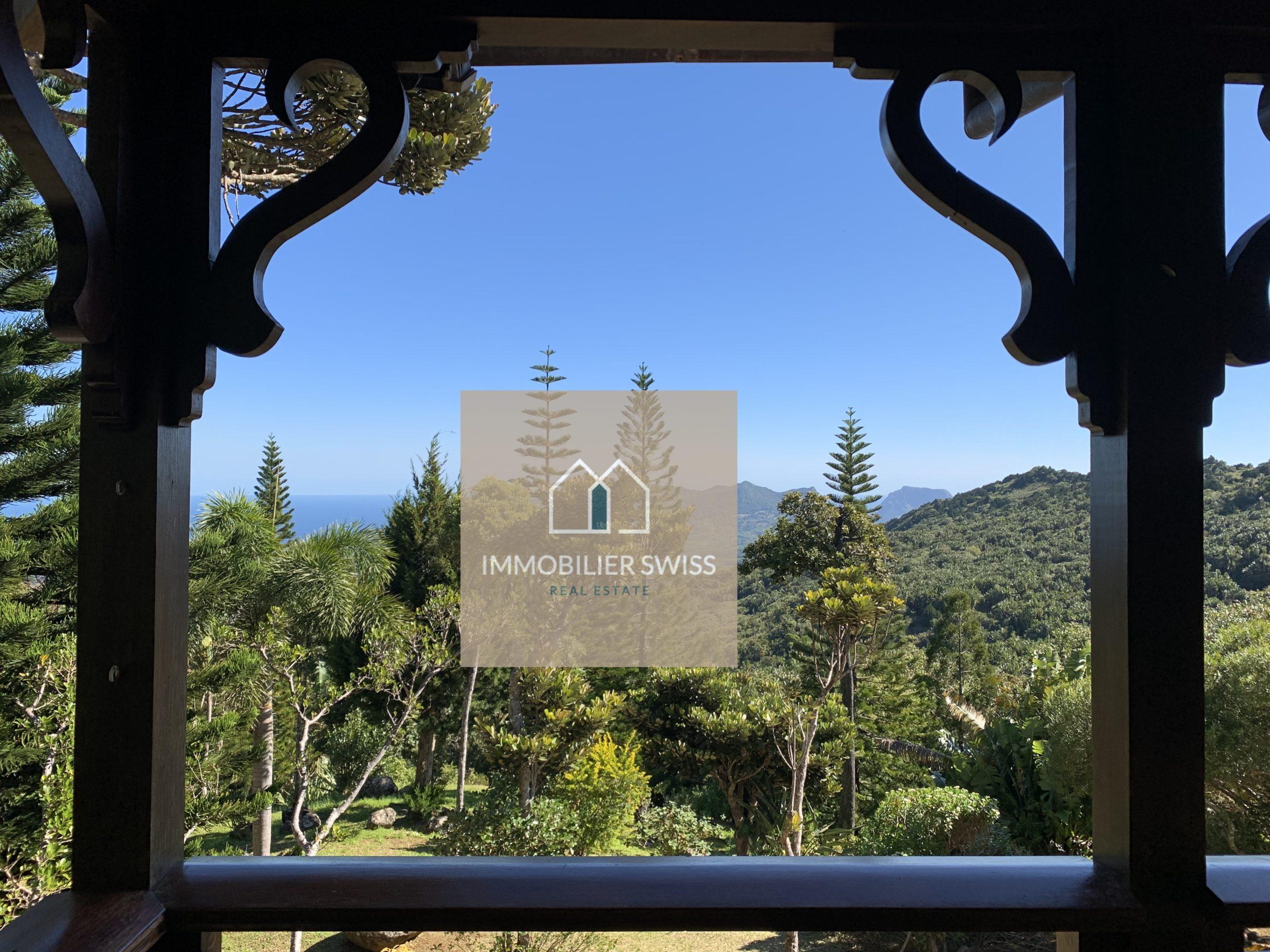 la forêt et les montagnes                         Villa offrant une vue panoramique sur l'océan