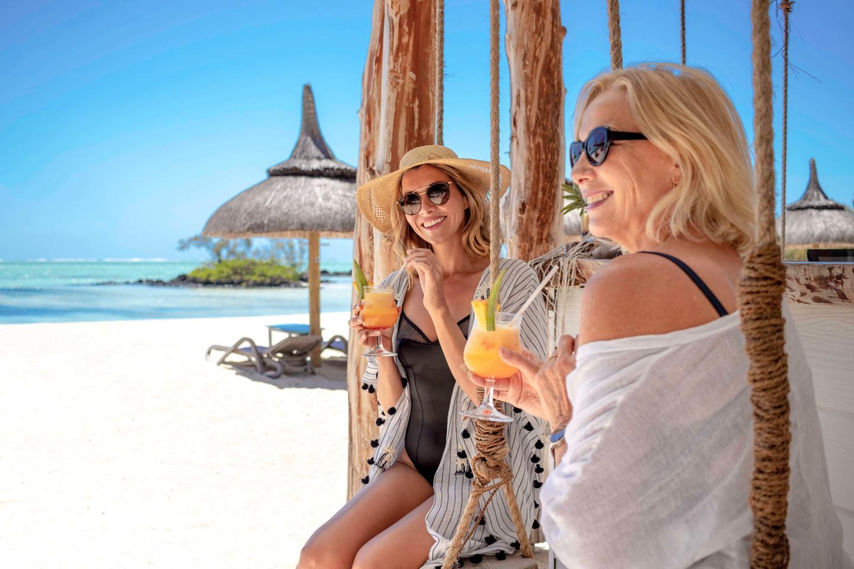 SERVICES ET FACILITÉS Vivre à Anahita c'est avoir accès à de nombreux services (location et entretien de votre bien, conciergerie, spa...), activités (plage exclusive à l'Île aux Cerfs, parcours de golf, sports nautiques...) et évènements (compétitions de golf, AfrAsia Bank Mauritius Open...) au seuil de votre porte. Profitez d'un lifestyle unique à Maurice dans un cadre tropical sublime, peu dense et sécurisé au bord du plus grand lagon de l'île.