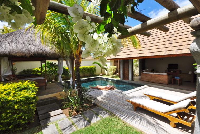 Villas Oasis regroupent 51 villas conçues avec des matériaux de prestige tels que le bois massif