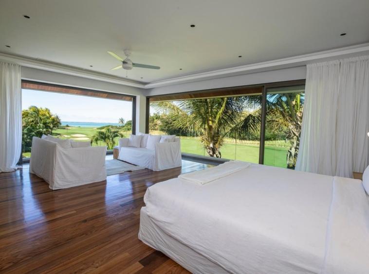 Villa contemporaine de 550 m2 – 5 chambres – vue sur la Mer et le Golf