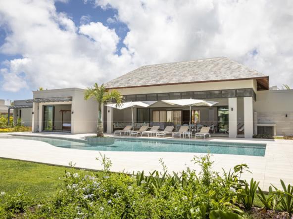 villa contemporaine de 400 m2 sur un terrain de 2003 m2