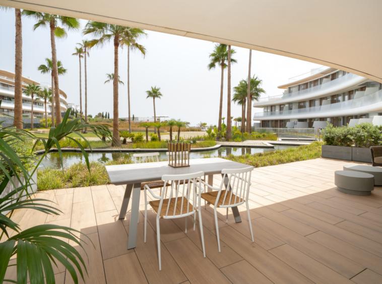 PRÊT À DÉMÉNAGER ! – Entièrement meublé, habitez AU BORD de la mer -Estepona Malaga Espagne