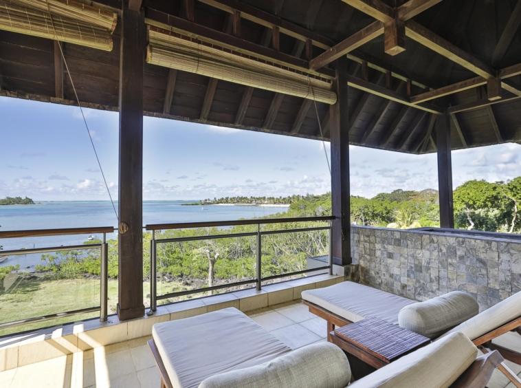 Superbe appartement en front de mer - vue sur le lagon et l'île aux Cerfs - l'adamante- île Maurice
