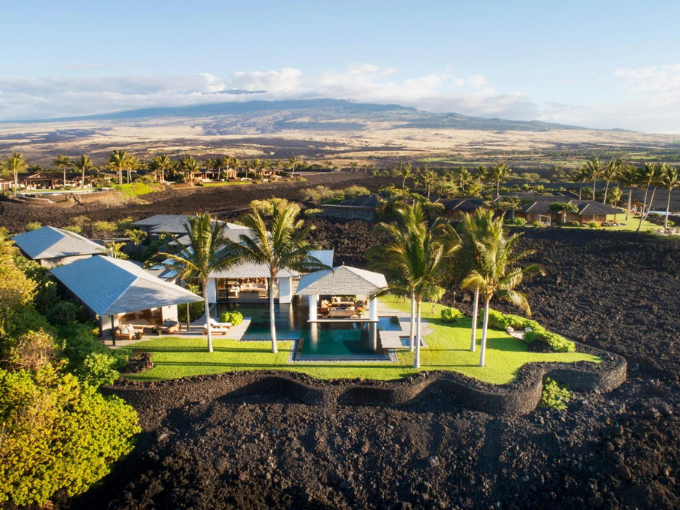 Villa hawaïenne de De Reus Architects au sommet d'une coulée de lave cristallisée