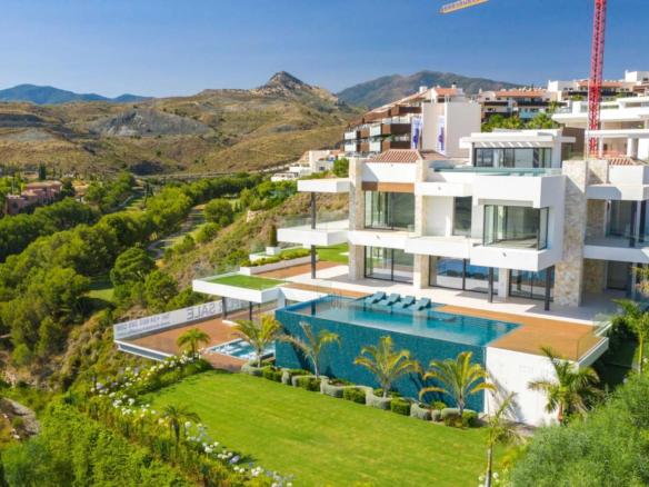 Villa moderne à vendre située à Los Flamingos – Benahavis